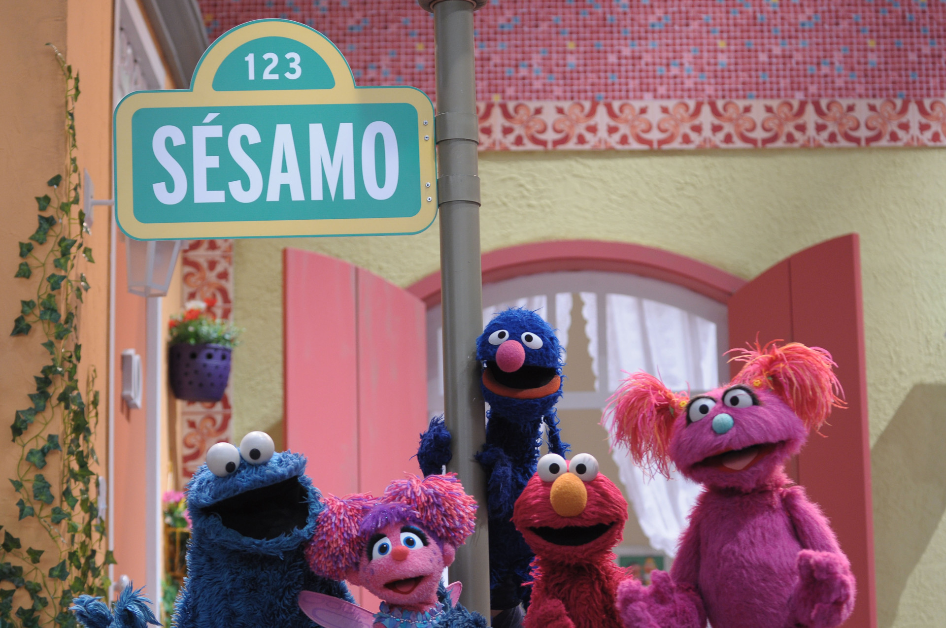 Come-Come, Abby, Grover, Elmo e Abby